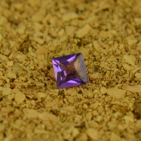 Аметист квадрат принцесса 3х3 мм ($0,66)