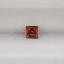 Гранат квадрат 3х3 мм, 0,22 карат ($1,30)