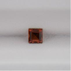 Гранат квадрат 3х3 мм, 0,25 карат ($1,50)