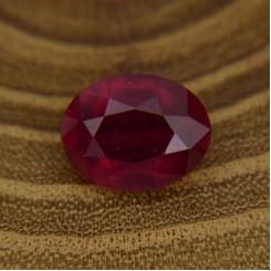 Рубин овал 9х7 мм, 2,22 карат ($100,00)