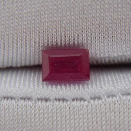Рубин багет 6х4 мм, 0,80 карата ($26,00)