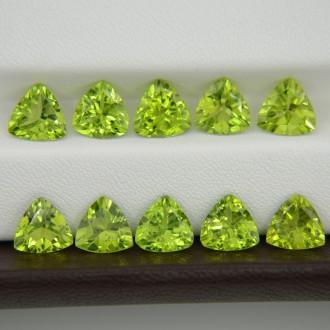 Лот хризолитов, триллионы 8х8 мм - 10 штук, 18,25 карат ($219,00)