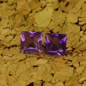 Аметисты квадраты принцесса 5х5 мм ($4,40)