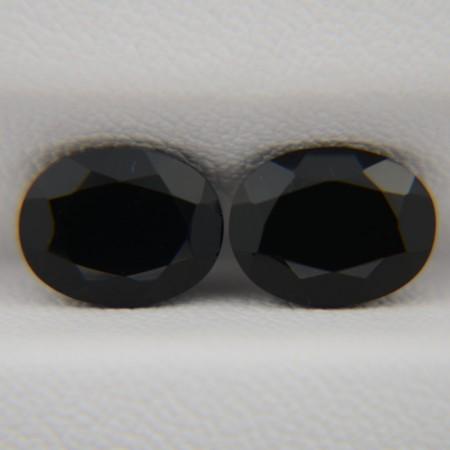 Пара ониксов - овалы 9х7 мм, 3,66 карата ($7,00)