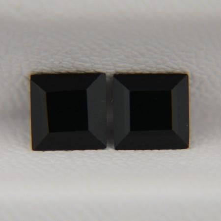 Пара ониксов - квадраты 5х5 мм, 1,27 карата ($3,00)