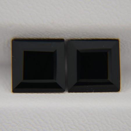 Пара ониксов - квадраты 8х8 мм, 4,48 карата ($9,00)