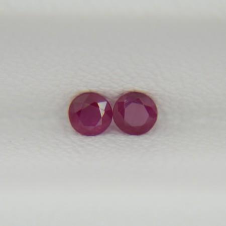 Пара рубинов круги 2,8 мм, 0,24 карата ($12,00)