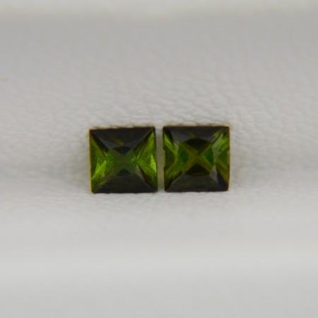 Пара зеленых турмалинов - квадраты 3х3 мм, 0,30 карата ($15,00)