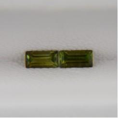 Пара зеленых турмалинов - багеты 4х2 мм, 0,25 карата ($10,00)